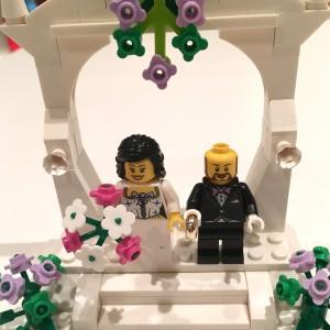 Minstebror och hans Linda har gift sig. Och störstebror kan inte vara gladare för deras skull! Frågan är bara om vi bröder kan locka ut dem till Västerhejde? Hur svårt kan det vara?