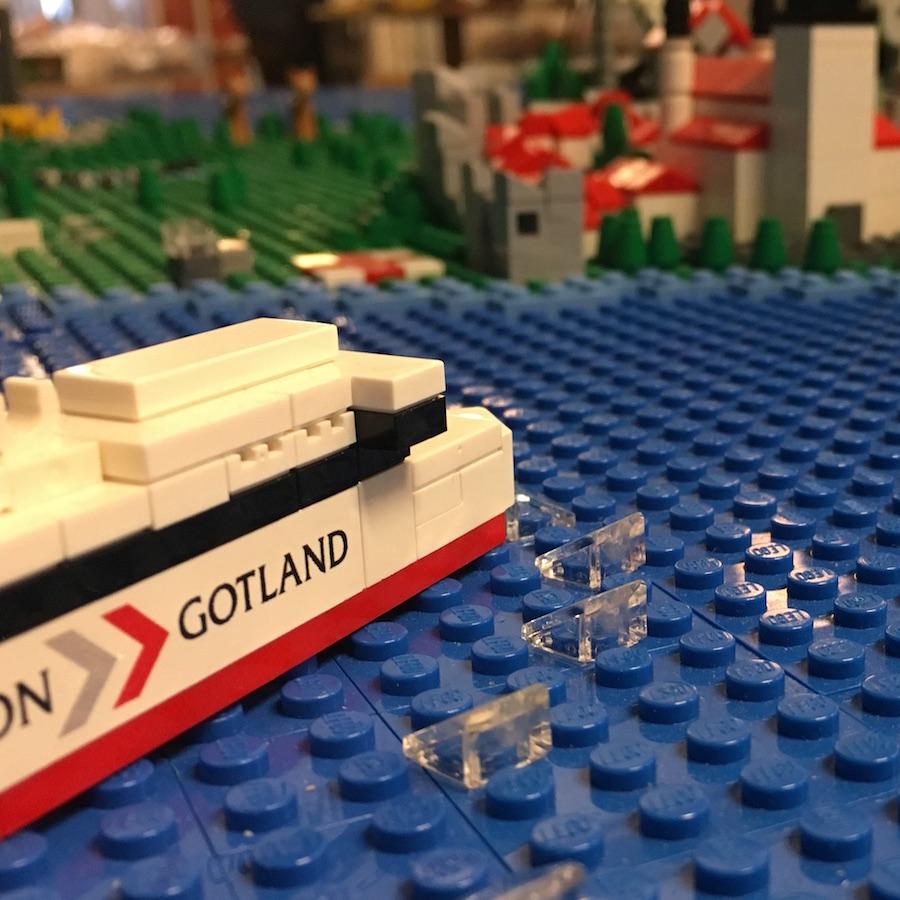 Ett skepp kommer lastat... oavsett om Visbys hamn är öppen eller inte. Eller så hoppas vi i alla fall!
