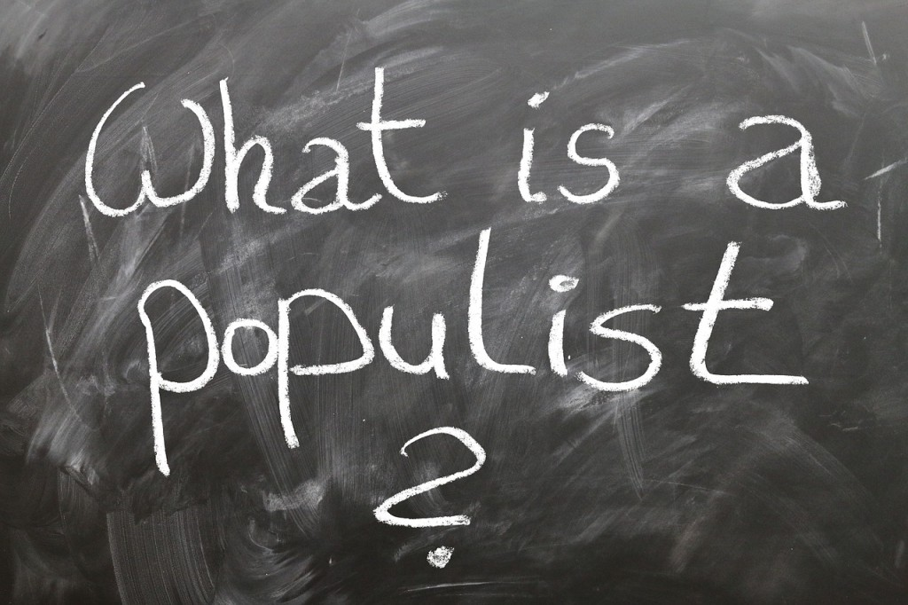 """Är det något som driver det politiska spelet idag så är det populism. Tyvärr. För populism ger oss enkla lösningar på komplexa utmaningar. Och med """"enkla"""" menar man aldrig de kloka lösningarna! Bild från Pixabay.com, under licens CCO."""